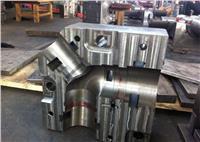 粉末冶金零件由于其固有的優點,而在機械等行業被越來越廣泛應用。粉末冶金零件的制作工藝一般是這樣的:粉體壓制成型-高溫澆結-整形。經整形后的粉末冶金零件只要稍微機加工一下就直接裝備,因此,對經整形后的零件尺寸的公差有嚴格要求,為了保證粉末冶金零件尺寸要求,對整形模具陰模和芯棒的尺寸公差的要求也就比較嚴格
